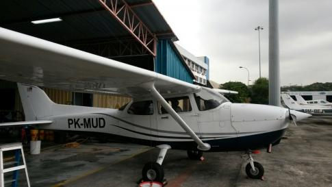 2000 Cessna 172R Skyhawk for Sale in Pekanbaru, Riau, Indonesia (PKU)